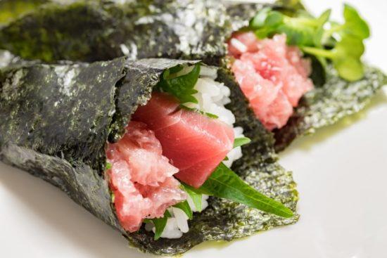 マグロの手巻き寿司